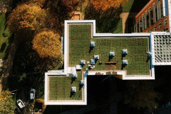 zelena-strecha-na-panelovem-dome3