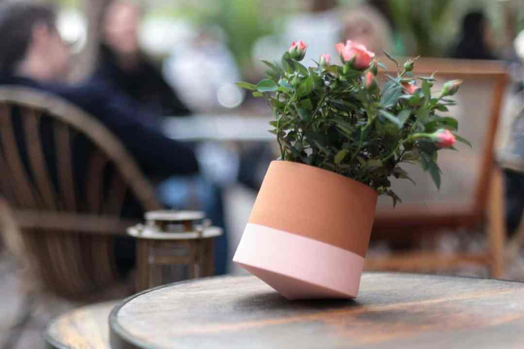 Voltasol flower pot pink (by We Are Living Things)