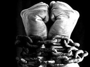 Slave Hands in Chains source mediados.com