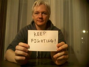 julian_assange_keep-fighting