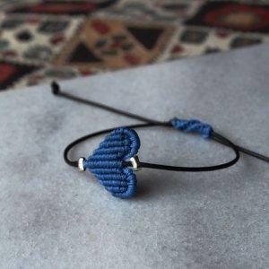 Βραχιόλι μακραμέ – Μπλε καρδιά
