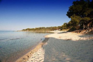 secluded_beach_in_halkidiki_thumb