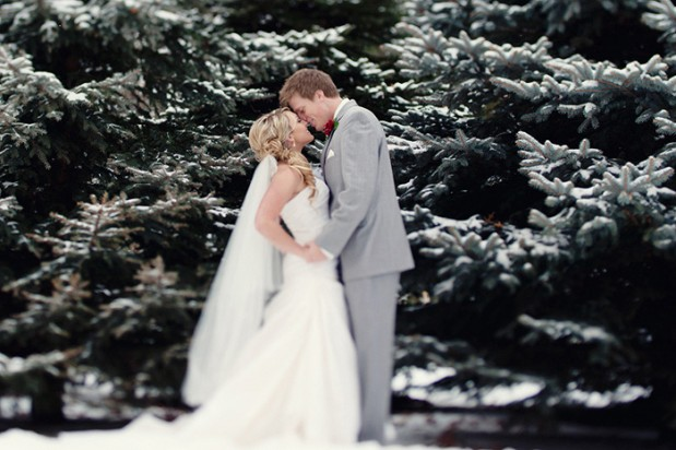 https://i1.wp.com/www.greylikesweddings.com/wp-content/uploads/2012/12/athena_pelton_christmas_winter_wedding_1-619x412.jpg