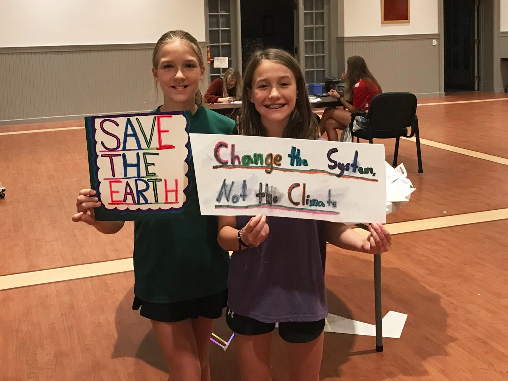 Mai and Alele display some of the signs that will be part of the Youth Climate Strike; photo by Jason Velázquez.