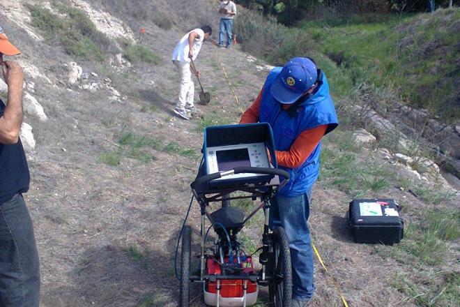 Buscan fosas clandestinas en Ensenada (Baja California)