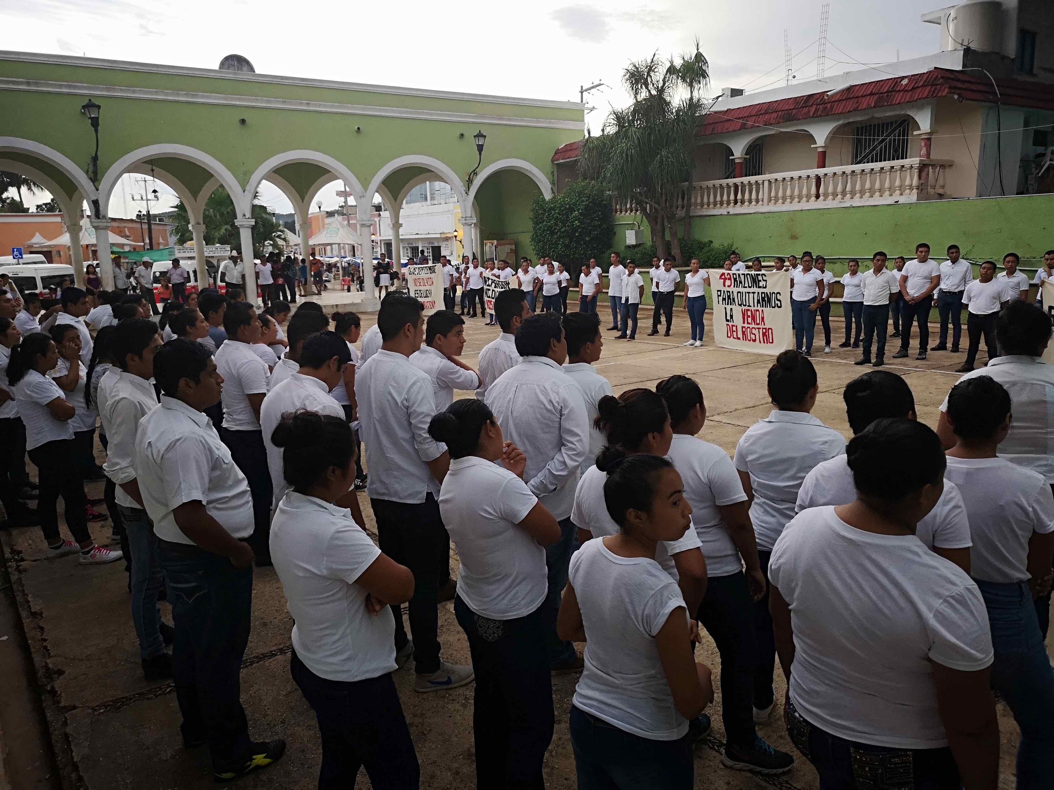 Protestan y toman escuela estudiantes de la Normal Rural de Hecelchakán (Campeche)