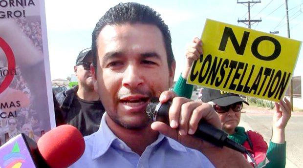 EU retira visa a León Fierro al cruzar la frontera, el activista responsabiliza a Rueda (Baja California)