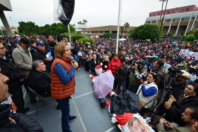 """¡Kiko, ya paga o renuncia!"", reclaman maestros al gobernador (Baja California)"