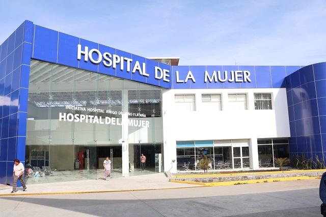 Protestan en hospitales de Puebla por falta de pagos e insumos