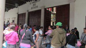 Ciudadanos se manifiestan en rechazo al cobro de alumbrado público