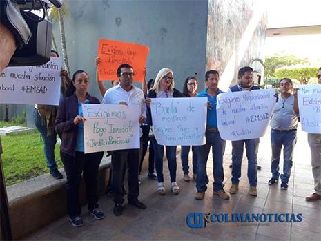 Docentes de EMSAD realizan manifestación para exigir sus pagos atrasados (Colima)