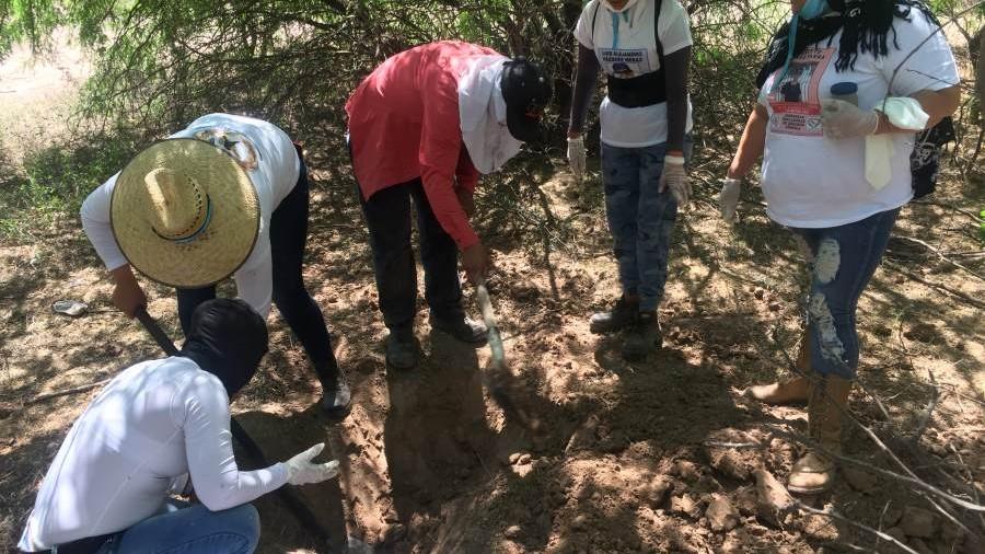 """""""Hay muchos esperando que los encontremos""""… Guerreras Buscadoras de Sonora seguirán excavando porque los desaparecidos son de todos"""