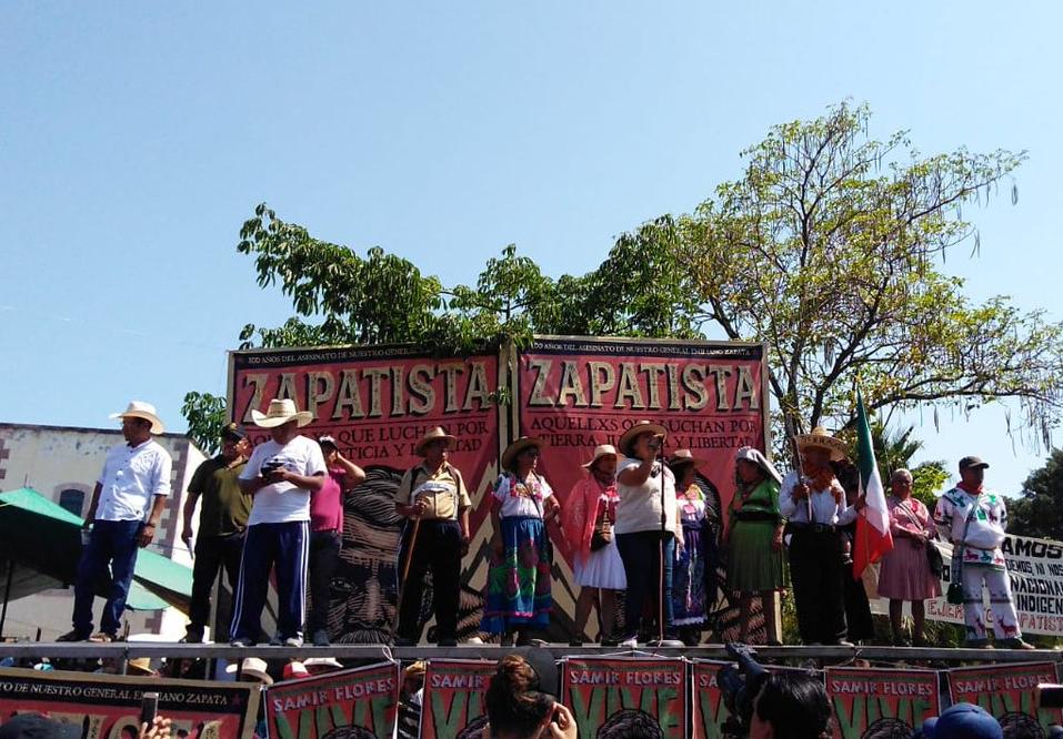 """Entre consignas contra el """"mal gobierno"""", lanzan vivas a Zapata en Chinameca (Morelos)"""