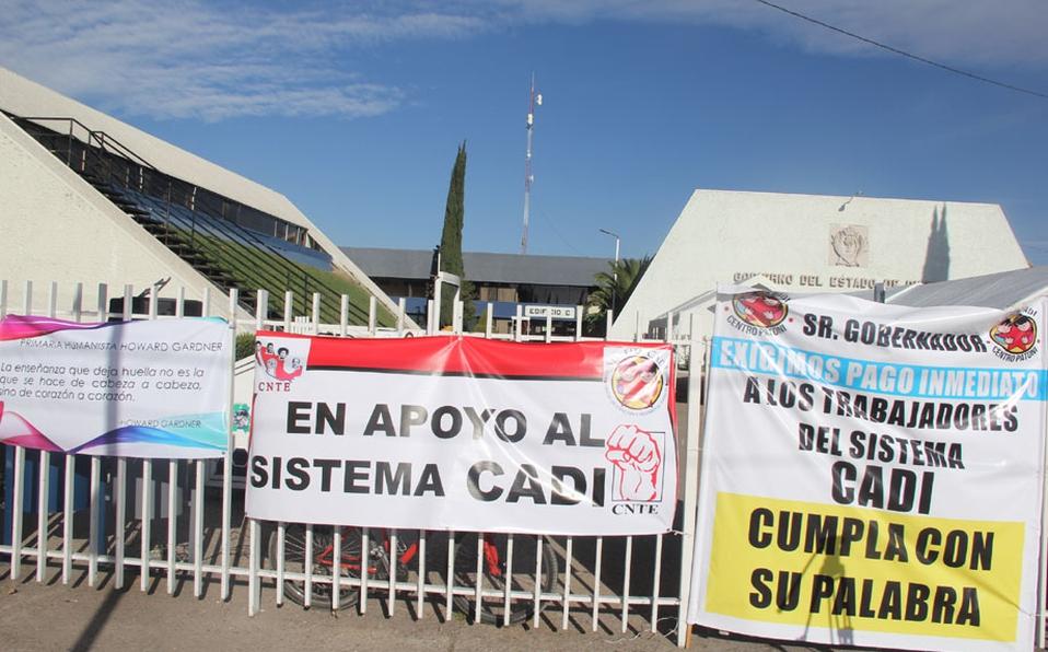 Toman por segundo día Secretaría de Educación en Durango