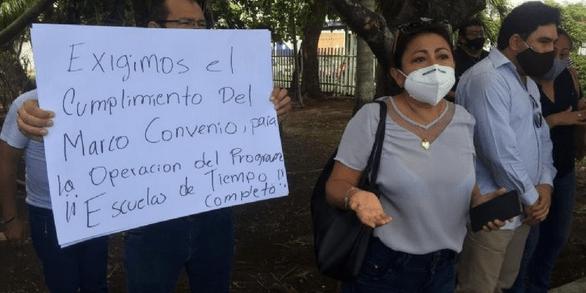 Maestros de Quintana Roo protestan por incumplimiento de contratos