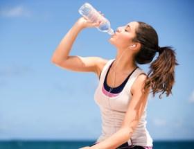 खड़े होकर पानी पीना हो सकता है आपके लिए खतरनाक