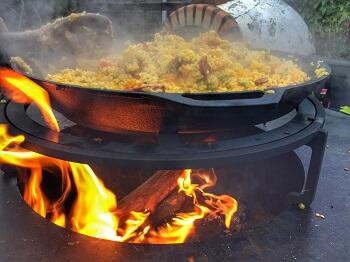 Paella met kip en chorizo op de ofyr