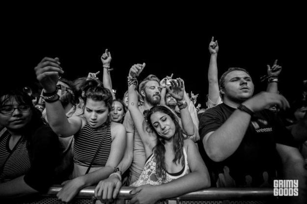 crowd-6