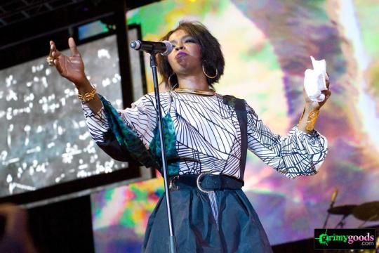 "Lauryn Hill getting emotional during ""Zion"""