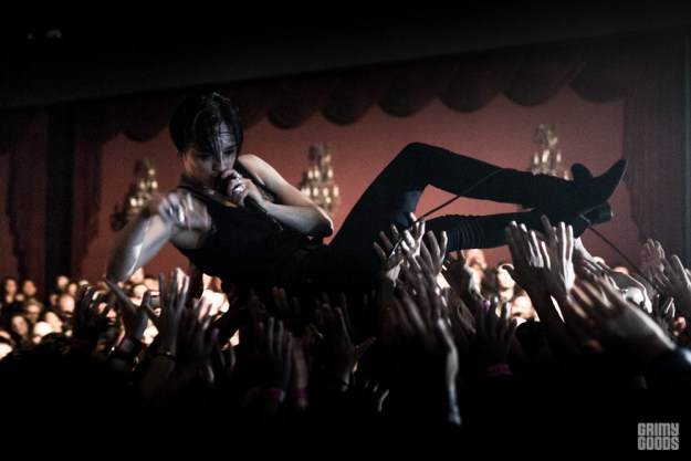 Savages crowd surfing floating el rey