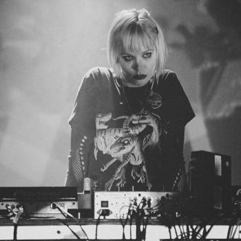 alice glass bad dj set photo drunk