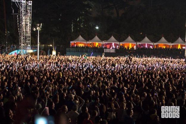 concert crowd photos