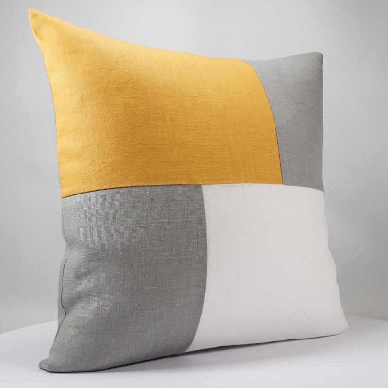 housse de coussin 40x40 cm design graphique en lin blanc gris et moutarde