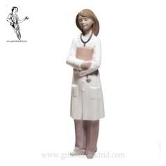 nao2001684-doctora-figura-profesional-nao