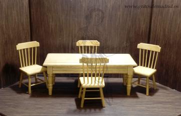 Juego de mesa de pino y 4 sillas
