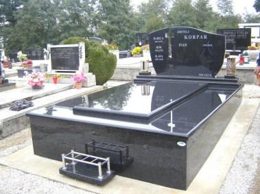 Nadgrobni spomenici (110)