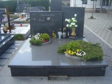 Nadgrobni spomenici (130)