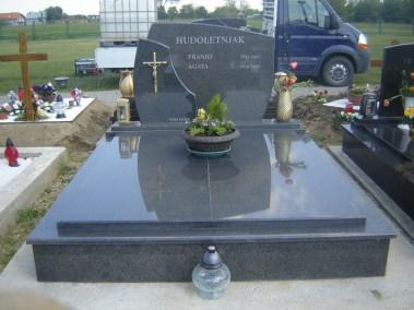 Nadgrobni spomenici (134)