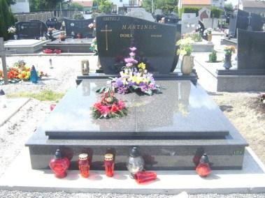 Nadgrobni spomenici (136)