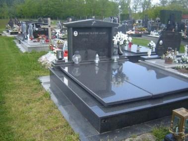Nadgrobni spomenici (139)