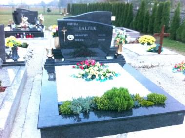 Nadgrobni spomenici (23)