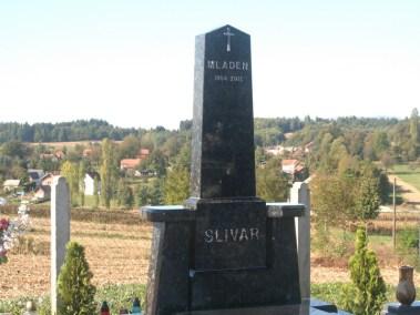 Nadgrobni spomenici (42)