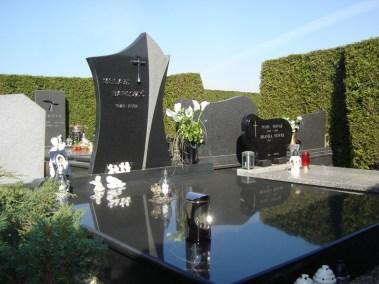 Nadgrobni spomenici (65)