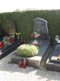 Nadgrobni spomenici (66)