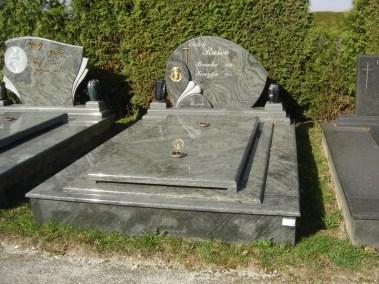 Nadgrobni spomenici (73)