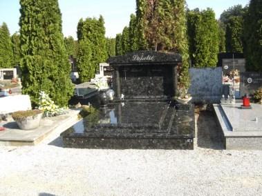 Nadgrobni spomenici (79)