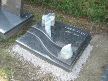 Nadgrobni spomenici za urne (2)