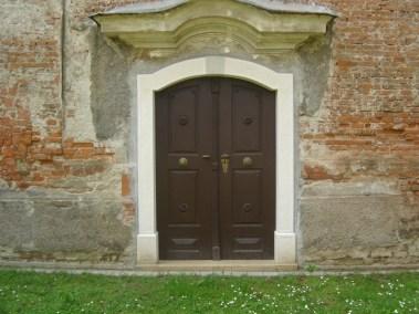 Sakralni objekti - kameni okviri prozora, portala i kuteva (1)