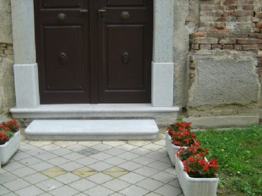 Sakralni objekti - kameni okviri prozora, portala i kuteva (5)