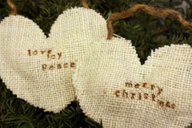 Making A Merry Christmas: Quick, No-Sew, Burlap Ornaments!