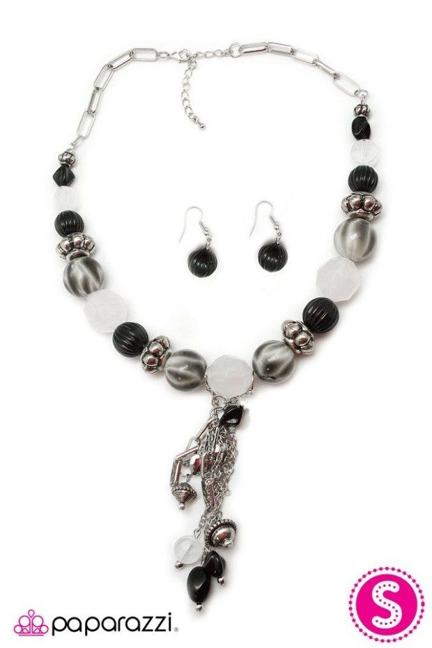 Break A Leg Necklace And Earrings Just $5!