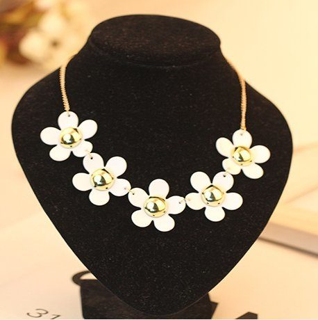 Daisy Necklace Only $4.97 + FREE Shipping!
