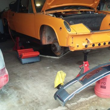 Restoration Wednesday – Work Continues the 2.0 Motor Is In