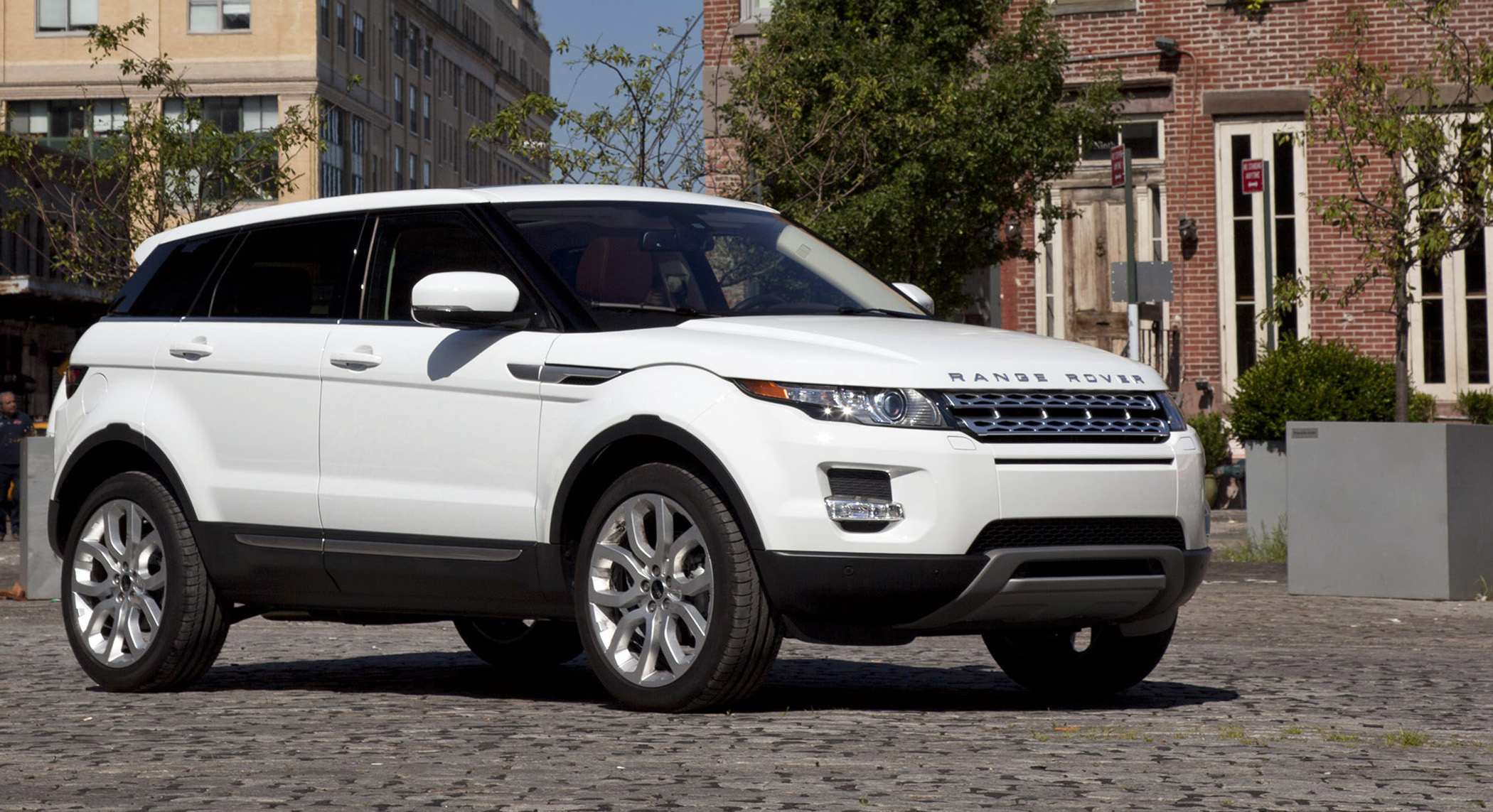 Land Rover Drives Outside the Box with All New 2012 Evoque Down