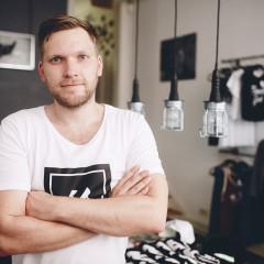 Andre Gießelmann | Mojo | Streetwear aus Hamburg | Made in Europe | Foto: Ben Hammer | GROSS∆RTIG