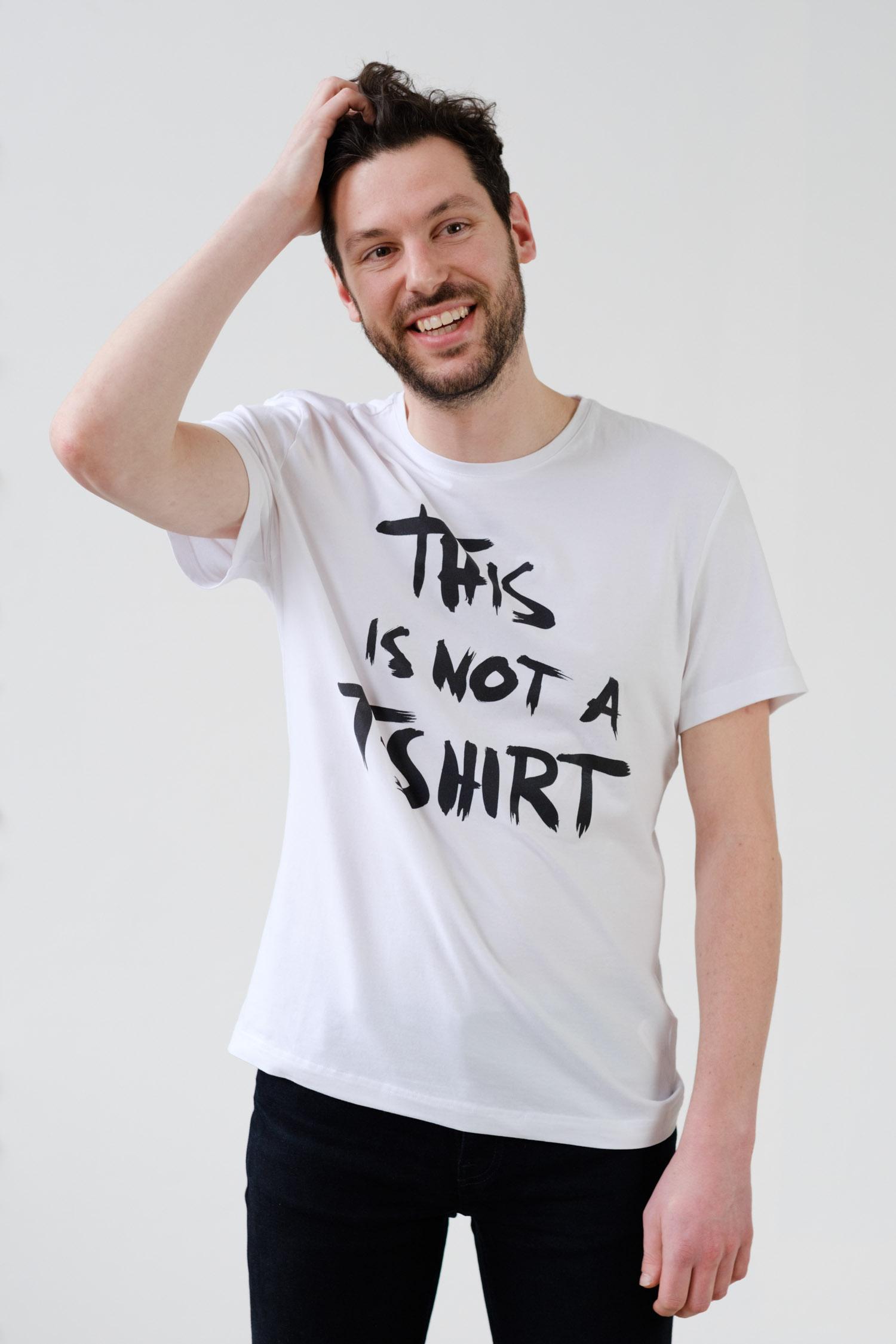 Maarten Hunink   This is not a Shirt Crowdfunding   Griechenland   Geflüchtete   Foto: This is not a shirt   GROSS∆RTIG
